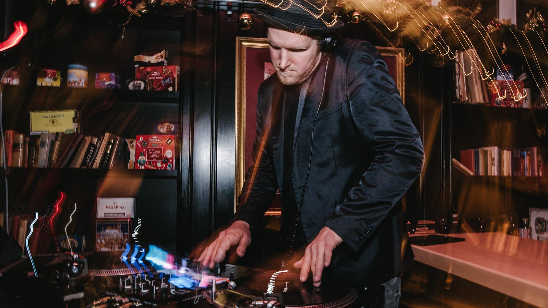 DJNeils-Event-DJ-Wolkenburg-Koeln-Stefano-Chiolo-02