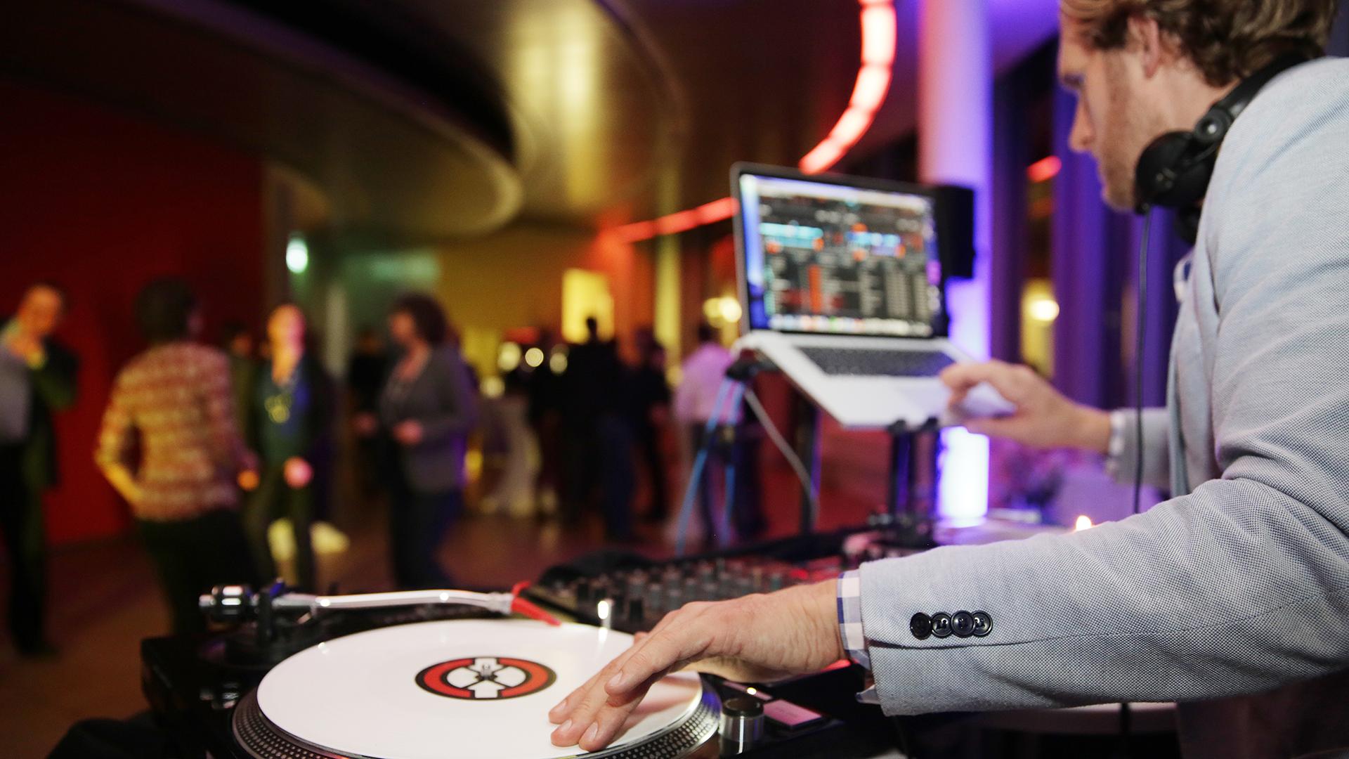 Event-DJ-Koelnsky-Koelnturm-Corporate-Party-Lounge-01
