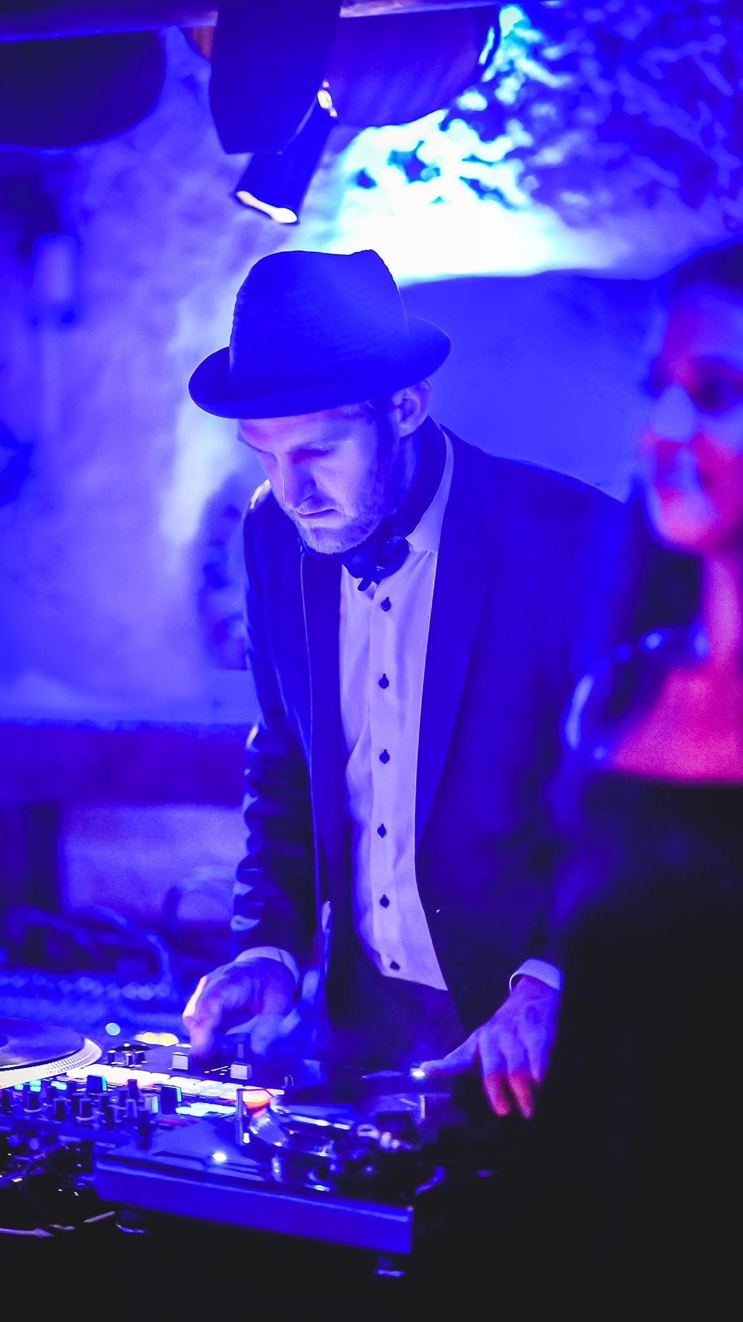 DJ-Neils-plus-Live-Acts-Eventband-Eventact-Online-Live-2021-04